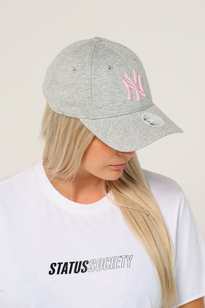 New Era Women's New York Yankees 9FORTY CL Strapback Heather Grey