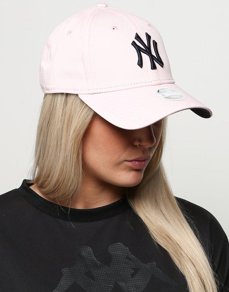 super popular bda3e 0d0e4 New Era Women s New York Yankees 9FORTY Cloth Buckle Strapback Blossom – Culture  Kings