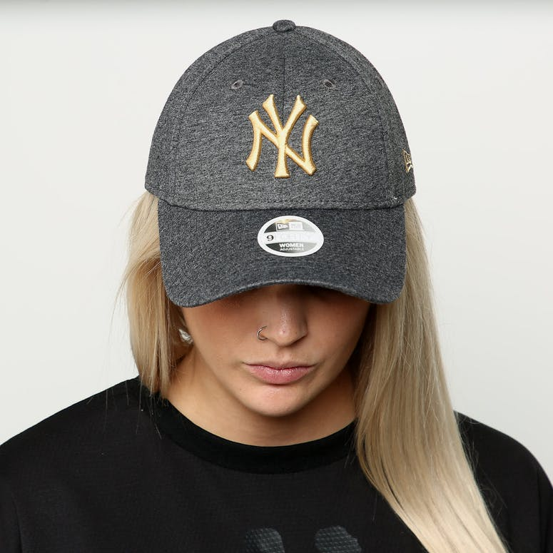 6812fe0d41e New Era Women s New York Yankees 9FORTY Cloth Buckle Strapback Black Gold