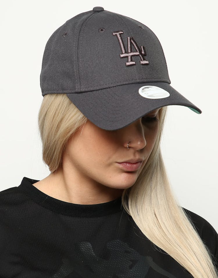 size 40 776fd 12359 New Era Women s Los Angeles Dodgers 9FORTY Cloth Buckle Strapback Dark –  Culture Kings