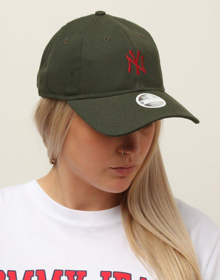 cf761109 New Era Women's New York Yankees 9TWENTY Cloth Buckle Strapback Dark G –  Culture Kings