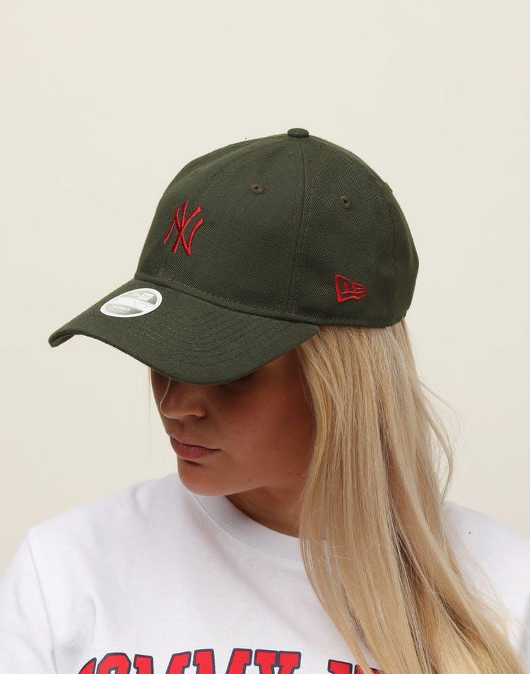wholesale dealer 9a711 6b89e New Era Women s New York Yankees 9TWENTY Cloth Buckle Strapback Dark Green