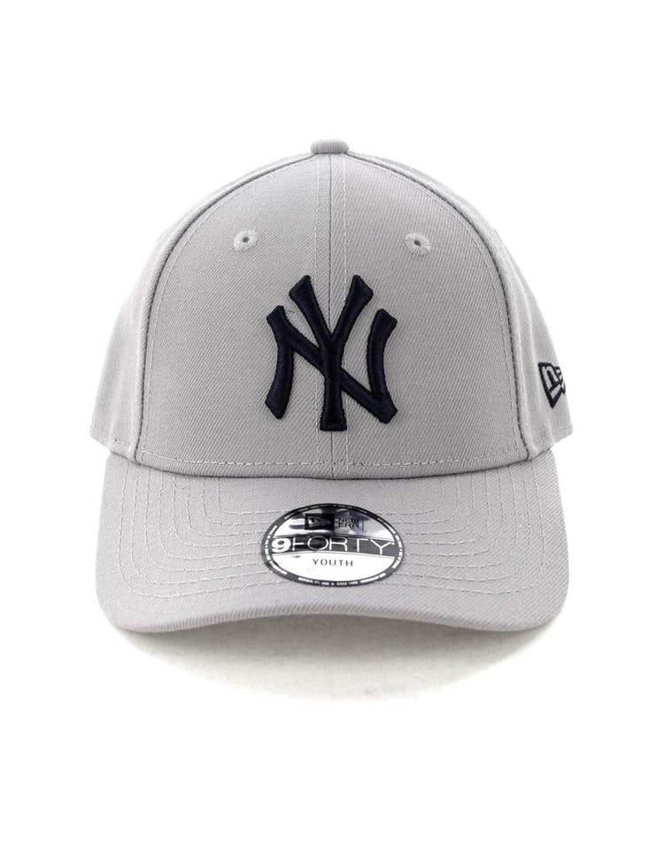a74b05658a6cb3 New Era Youth New York Yankees 9FORTY HookNLoop Grey – Culture Kings