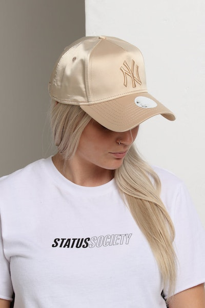 New Era Women's New York Yankees 9FORTY A-Frame LP Strapback Khaki Satin