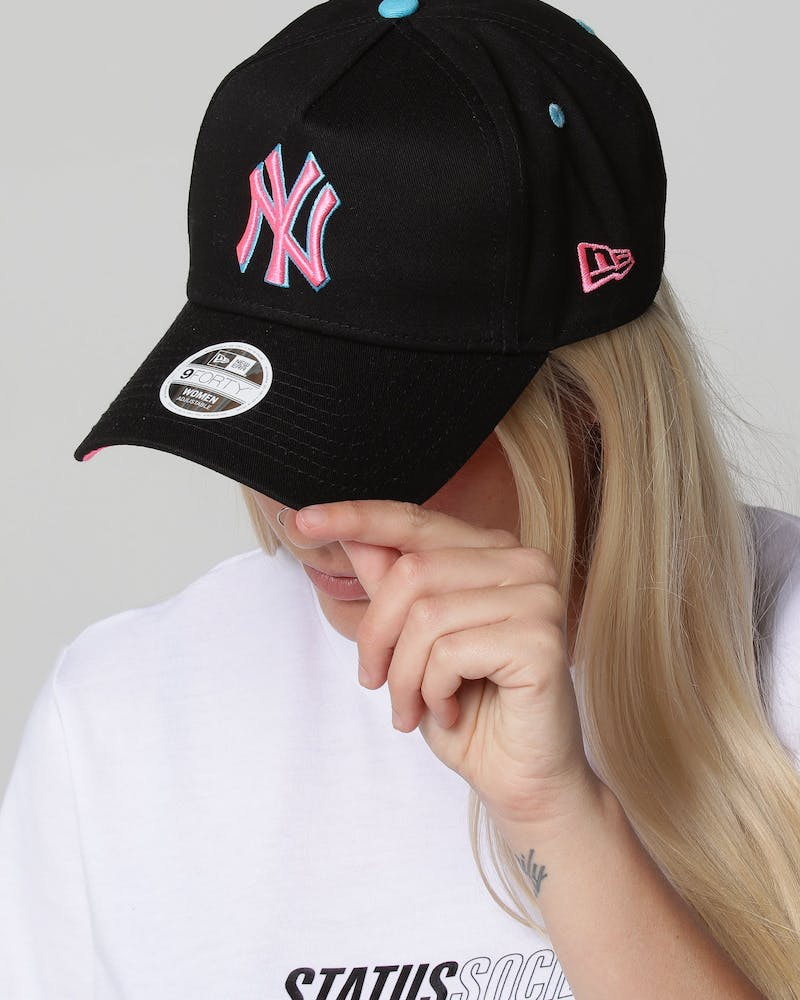 New Era Women's New York Yankees 9FORTY A-Frame LP Strapback Black/Neon