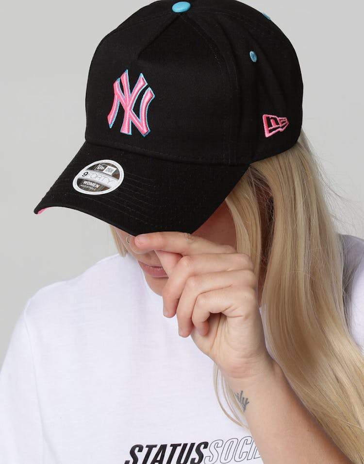 88bbf137632 New Era Women s New York Yankees 9FORTY A-Frame LP Strapback Black Neo –  Culture Kings