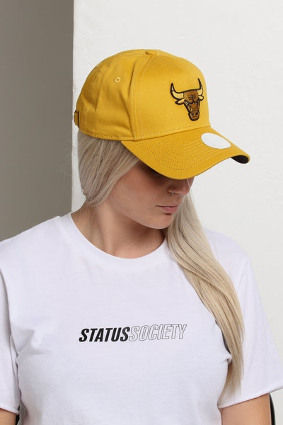 New Era Women's Chicago Bulls 9FORTY A-Frame LP Strapback Mustard/Black