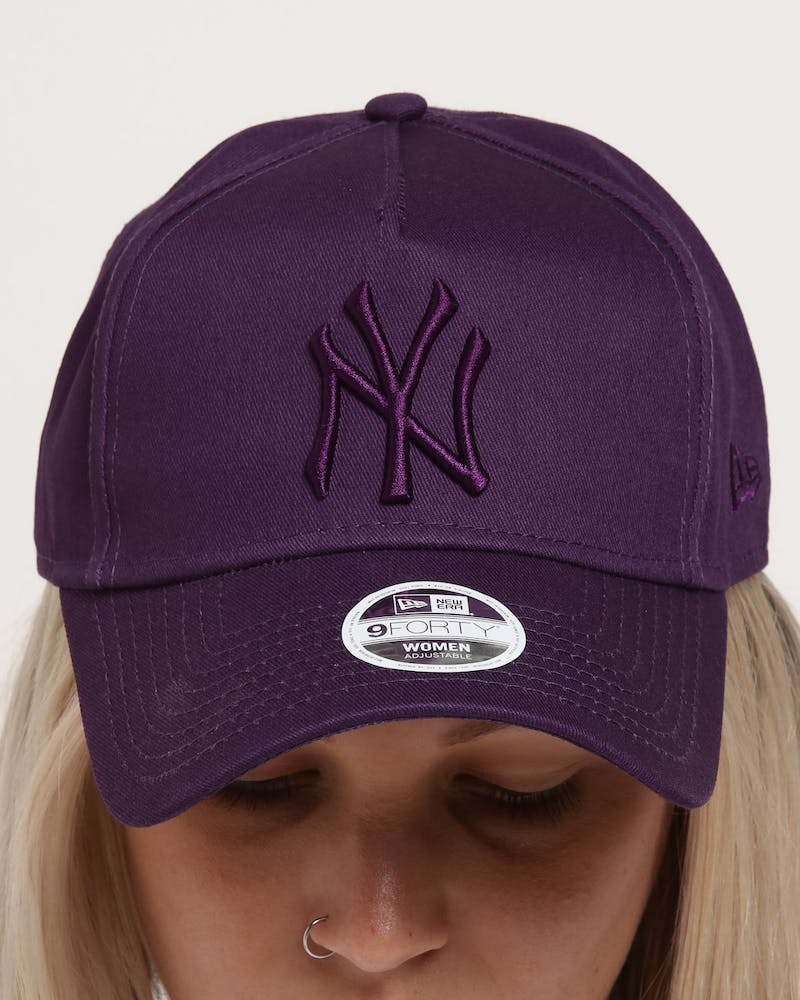 New Era Women's New York Yankees 9FORTY A-Frame Strapback Violet