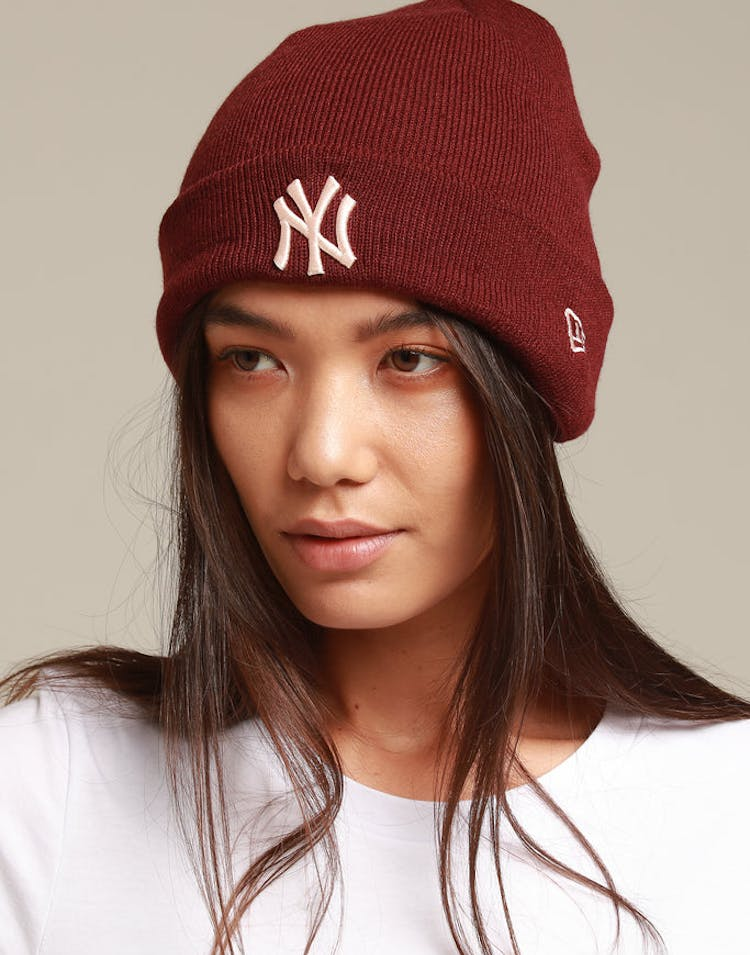 New Era Women's New York Yankees 6Dart Cuff Knit Maroon