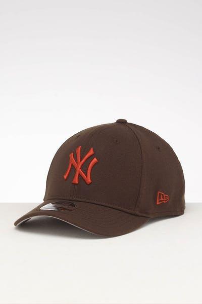 bdd8b7ddf55669 New Era New York Yankees 9FIFTY Stretch Snapback Walnut