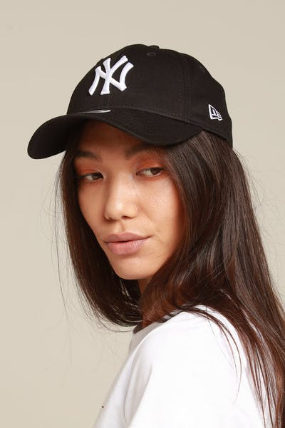 New Era Women New York Yankees 9Forty Tape Strapback Black/White