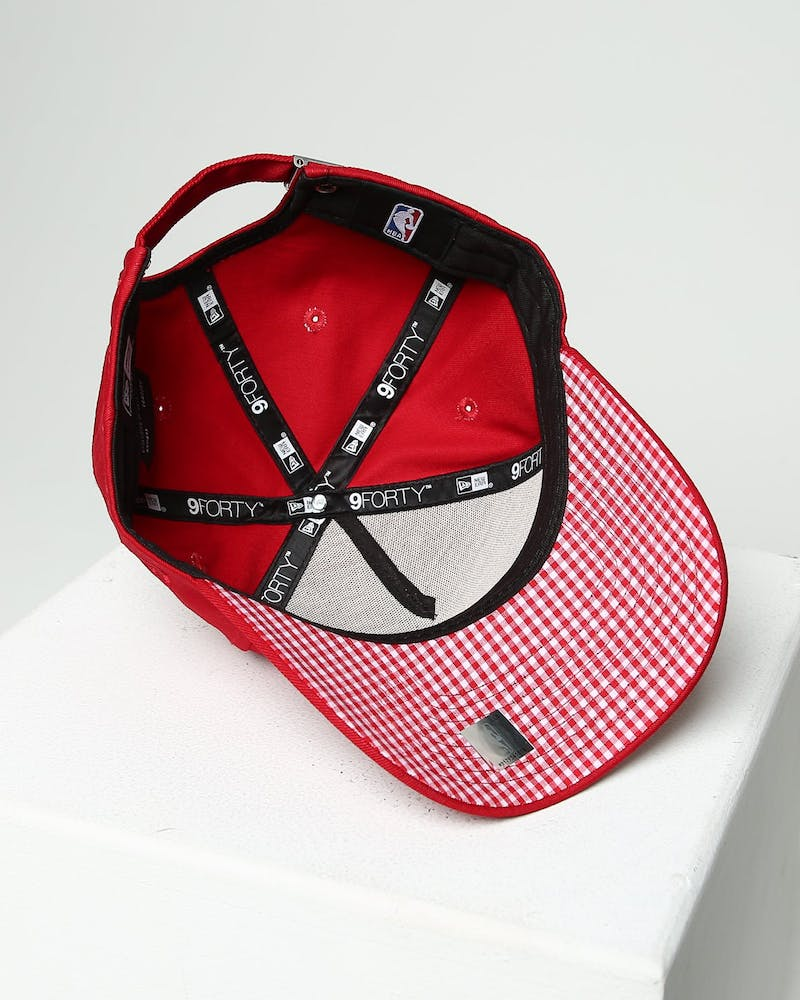 New Era Women's New York Yankees 9FORTY A-Frame Strapback Scarlet/Red Check