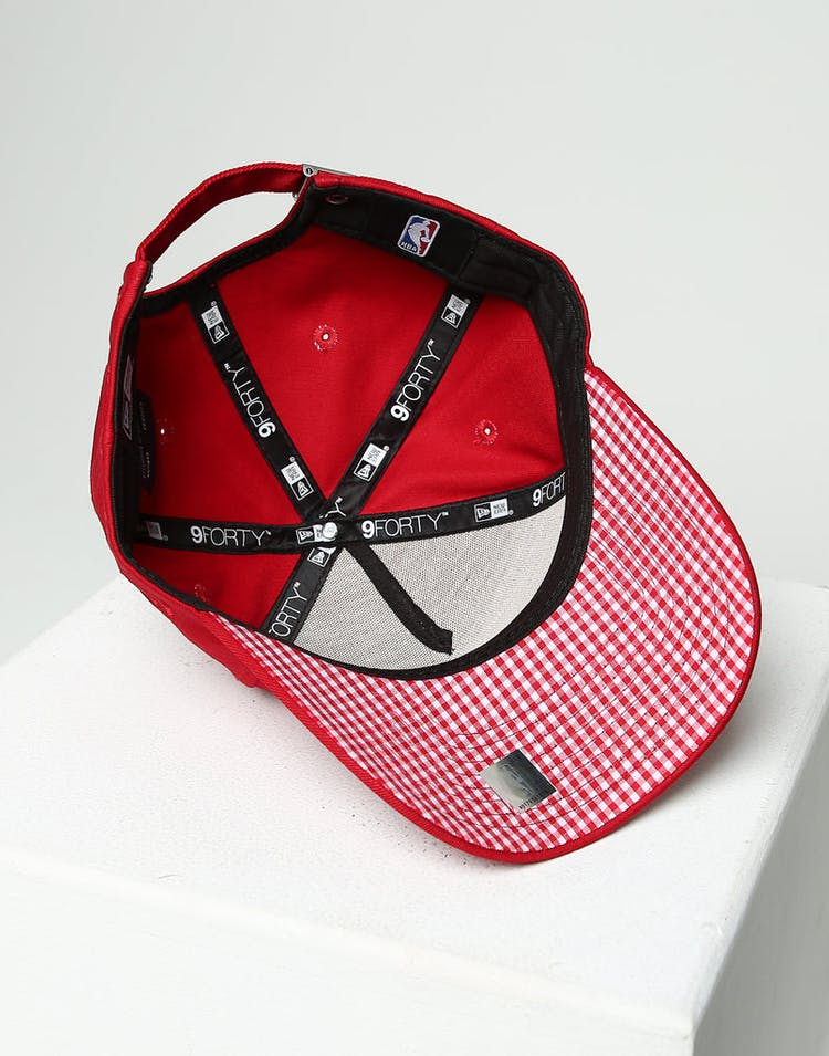 3b811ef9ea7d7 New Era Women's New York Yankees 9FORTY A-Frame Strapback Scarlet/Red Check