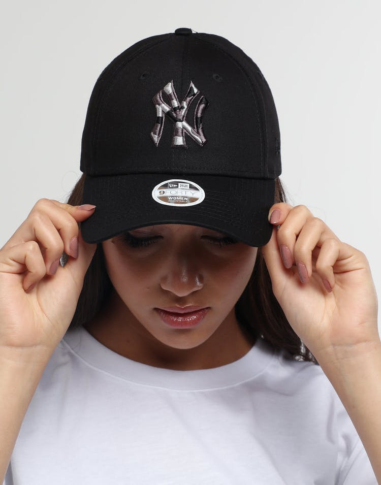 New Era Women's New York Yankees 9FORTY Strapback Camo Logo Black