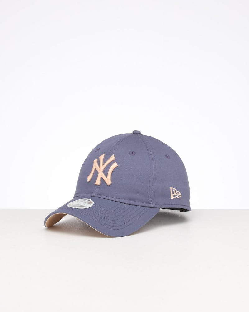New Era Women's New York Yankees 9TWENTY Cloth Strapback Slate Blue/Apricot