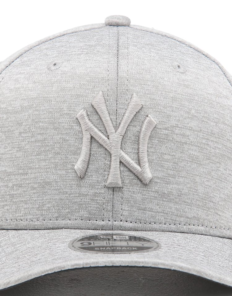 5cde138f8 New Era New York Yankees 9FIFTY Original Fit Precurved Snapback Grey Shadow  Tech