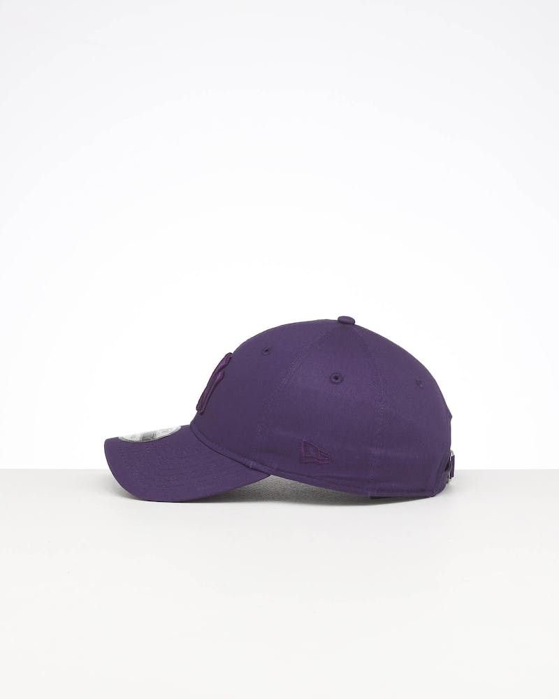 New Era New York Yankees 9TWENTY Cloth Strapback Purple