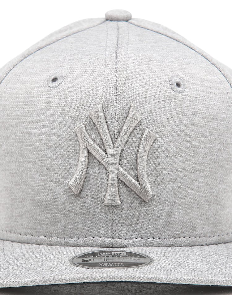 a328e6556 New Era Youth New York Yankees 9FIFTY Original Fit Snapback Grey Shadow Tech
