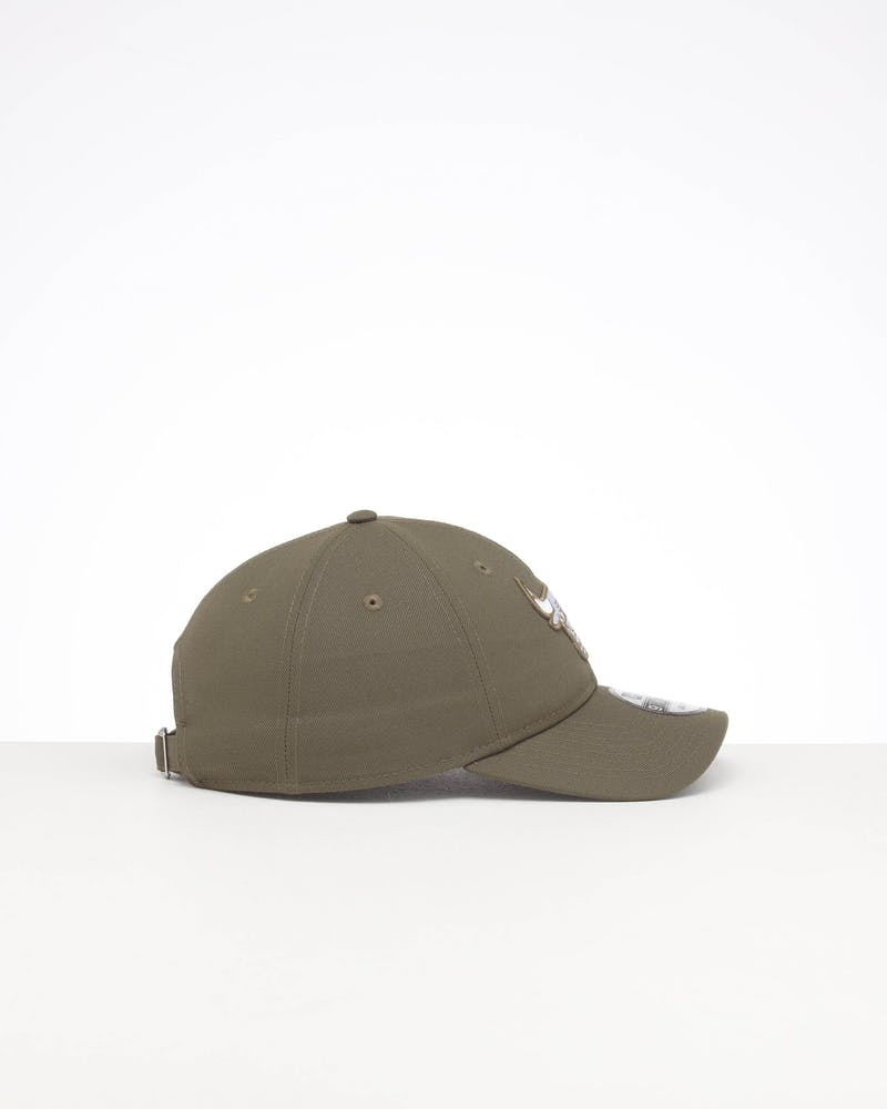 NEW ERA CHICAGO BULLS 9TWENTY STRAPBACK OLIVE/WHITE