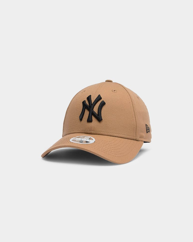 New Era Women's New York Yankees 9FORTY MLB Strapback Wheat/Black