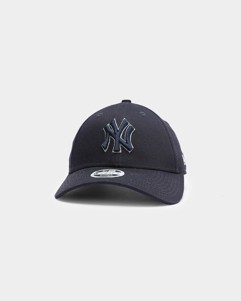 New Era Women's New York Yankees Silver Lining 9FORTY Strapback Navy/Metallic Silver