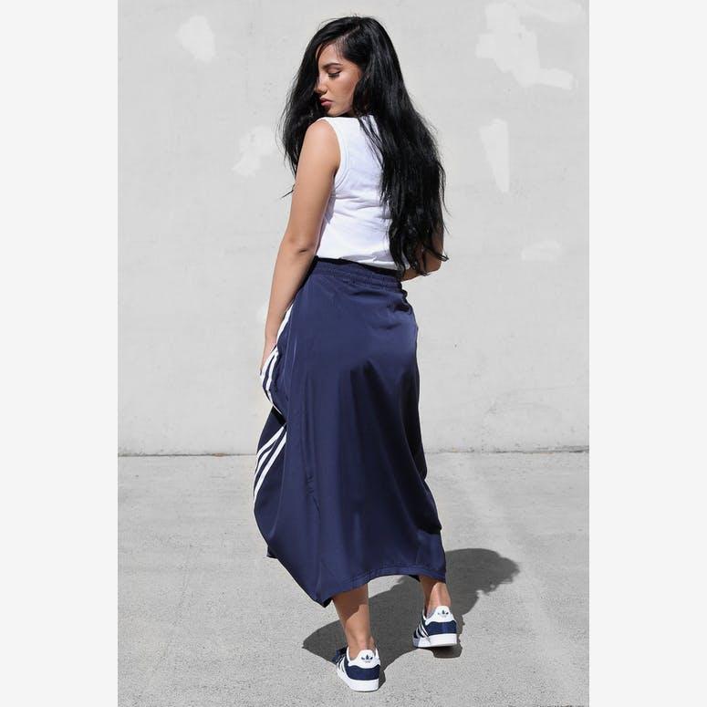 new styles bad18 93d99 Adidas Originals Womens Skirt Dark Navy