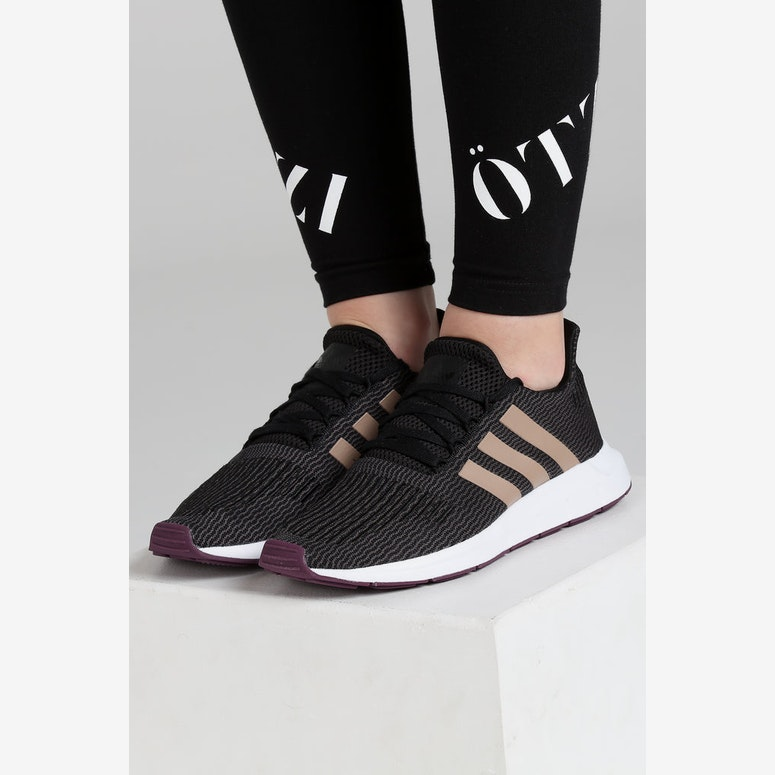 Adidas Women's Swift Run Black/Pearl/White