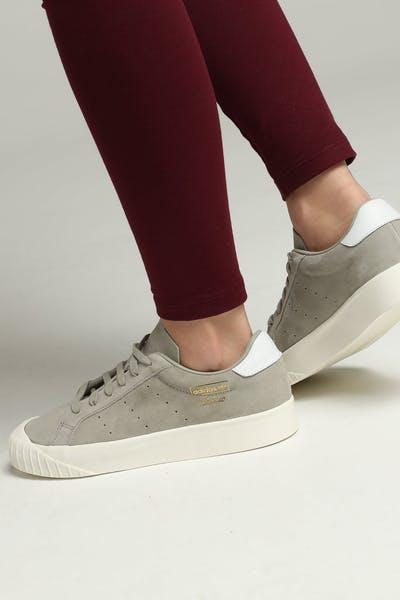 wholesale dealer f2933 e2564 Adidas Women s Everyn Sesame Off White