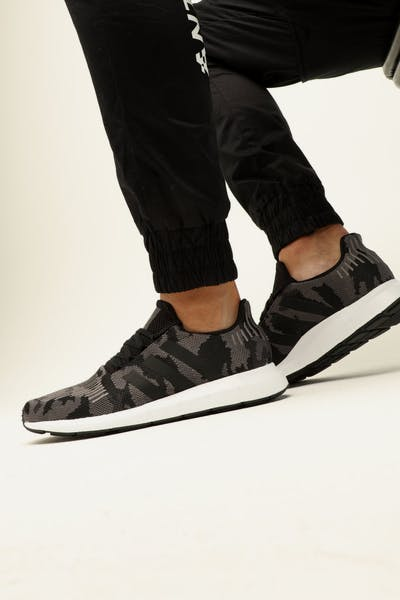 Adidas Swift Run Black/Black/White