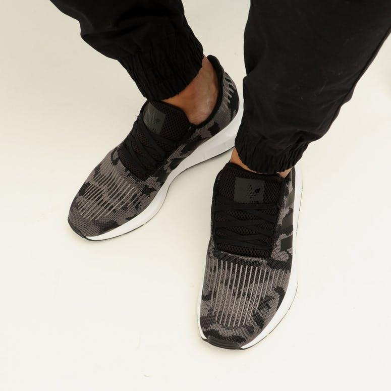 Adidas Swift Run Black/Black/White