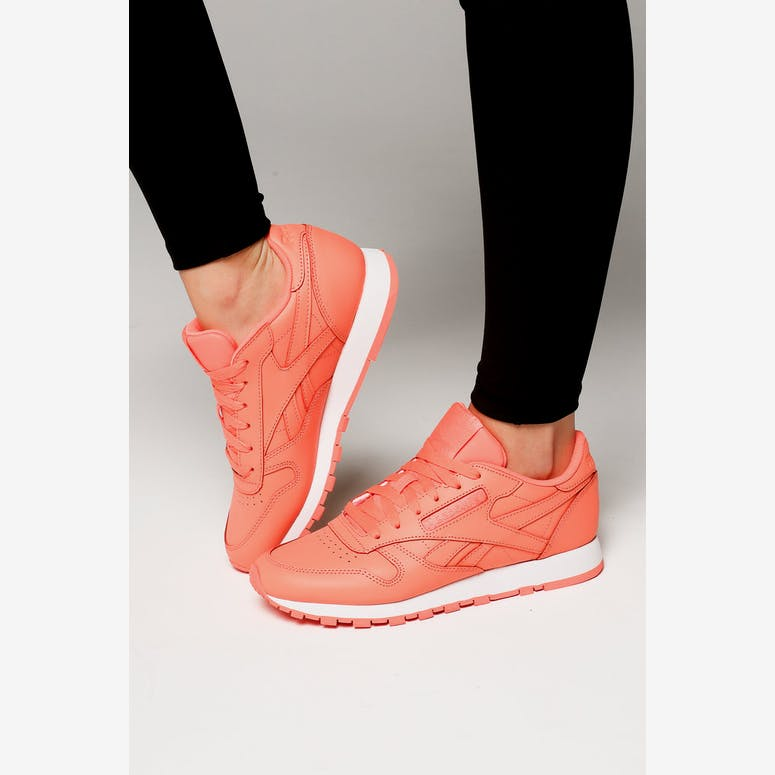 7ed65755cb1185 Reebok Women s Classic Leather Coral White – Culture Kings