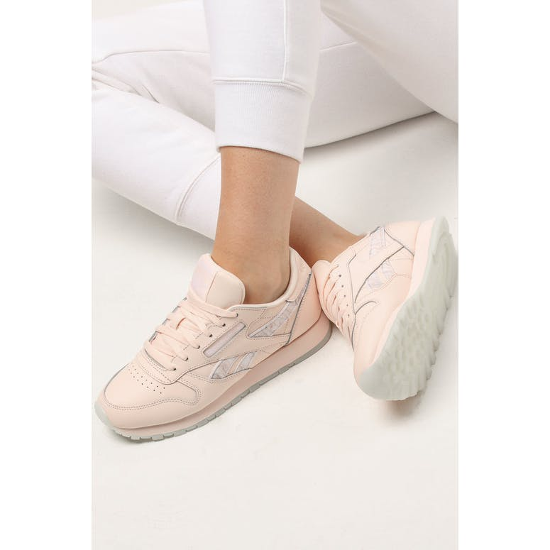 Reebok Women's Classic Leather Light Pink/White