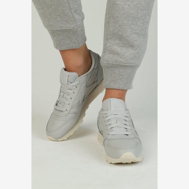 5b9da072b0bad8 Reebok Women s Classic Leather Grey Silver Off White – Culture Kings