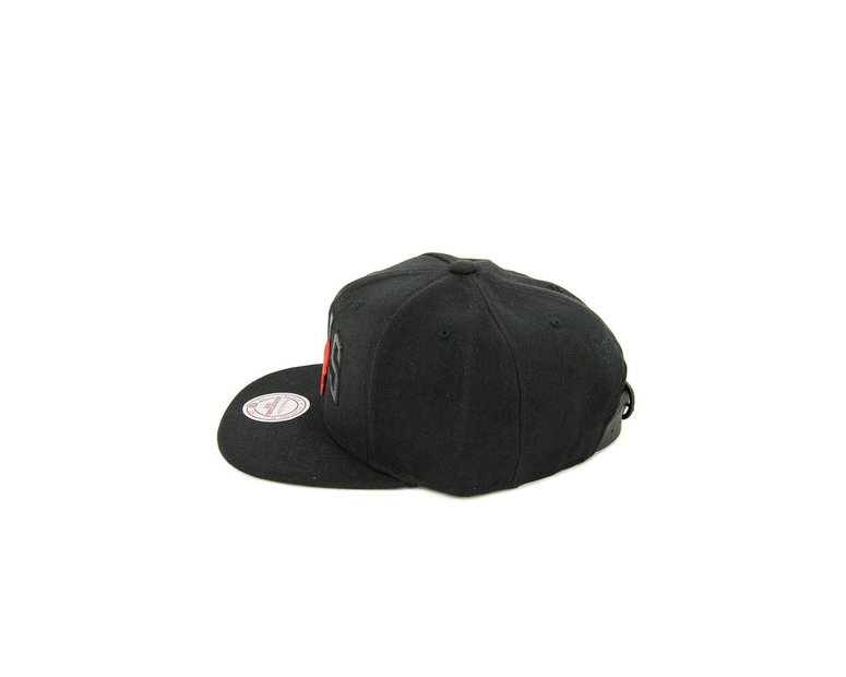 Mitchell & Ness Bulls Rubber Badge Arch ST Black