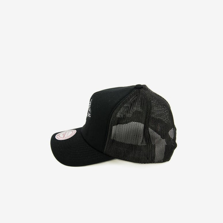 Mitchell & Ness Heat BW Logo 110 Trucker Black/white