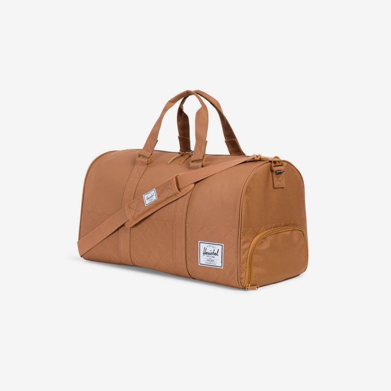 e6a88175a1 Herschel Bag CO Novel Quilted Duffle Bag Caramel – Culture Kings