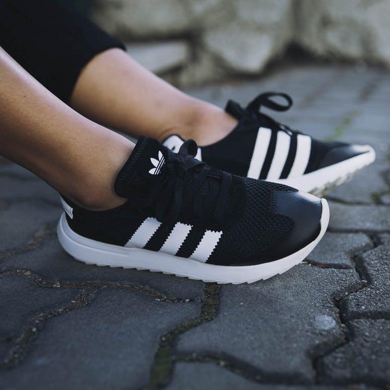 hot sale online e69f5 79c78 Adidas Originals Womens Flashback BlackWhite