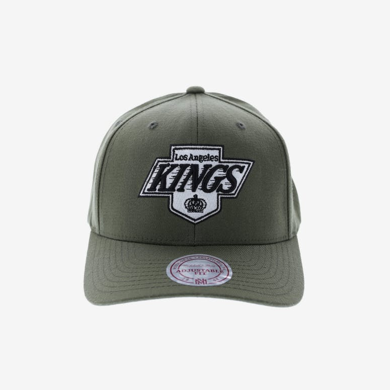 e8483eaf0f5 Mitchell   Ness LA Kings Flex 110 Snapback Olive – Culture Kings