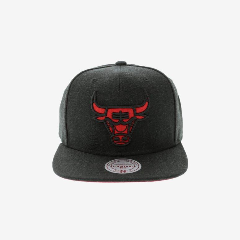 e27ba21d43a Mitchell   Ness Chicago Bulls Heather Snapback Charcoal – Culture Kings