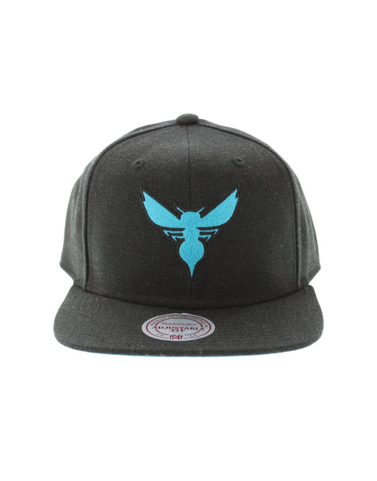 finest selection 20ed0 f8489 Mitchell   Ness Charlotte Hornets Heather Snapback Charcoal – Culture Kings
