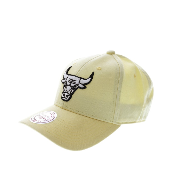 Mitchell & Ness Bulls B/W Logo Low Pro Yellow