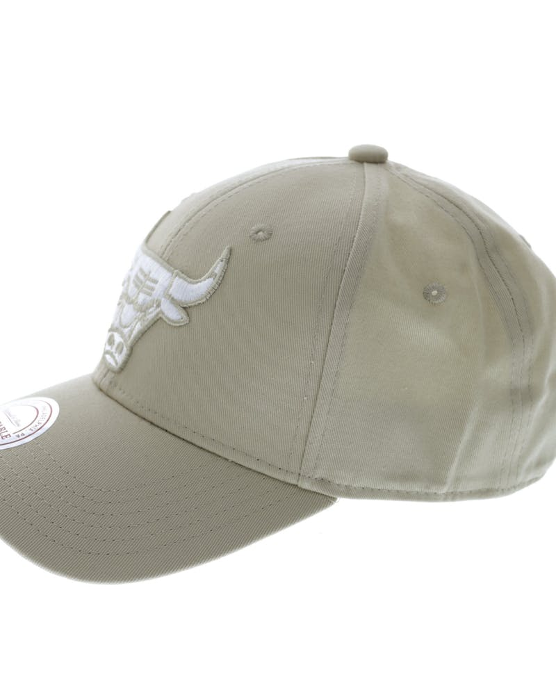 Mitchell & Ness Bulls Women's Low Pro Strapback Khaki/White