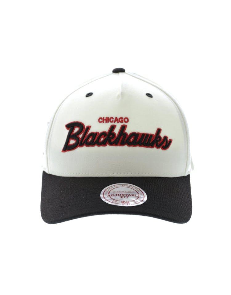 wholesale dealer 42aa2 47c7c Mitchell   Ness Chicago Blackhawks Class Script 110 Pinch Snapback Bla –  Culture Kings