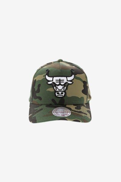 2e94f4167 Mitchell   Ness Chicago Bulls Pinch 110 Snapback Camo