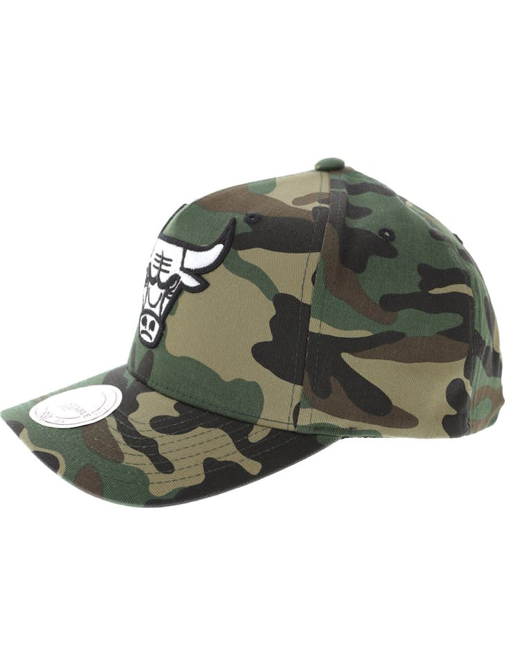 Mitchell & Ness Chicago Bulls Pinch 110 Snapback Camo