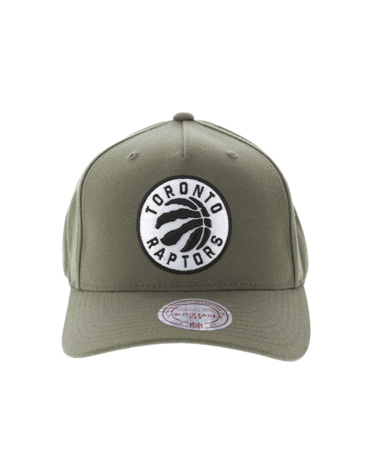finest selection 2e8f9 6ae74 Mitchell   Ness Toronto Raptors 110 Pinch Snapback Olive – Culture Kings