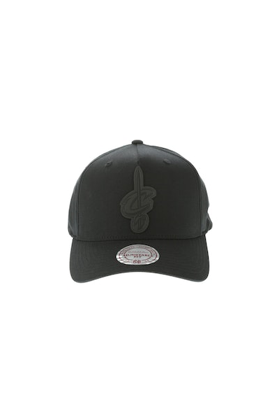 Mitchell & Ness Rubber Logo Cleveland Cavaliers Pinch 110 Snapback Black