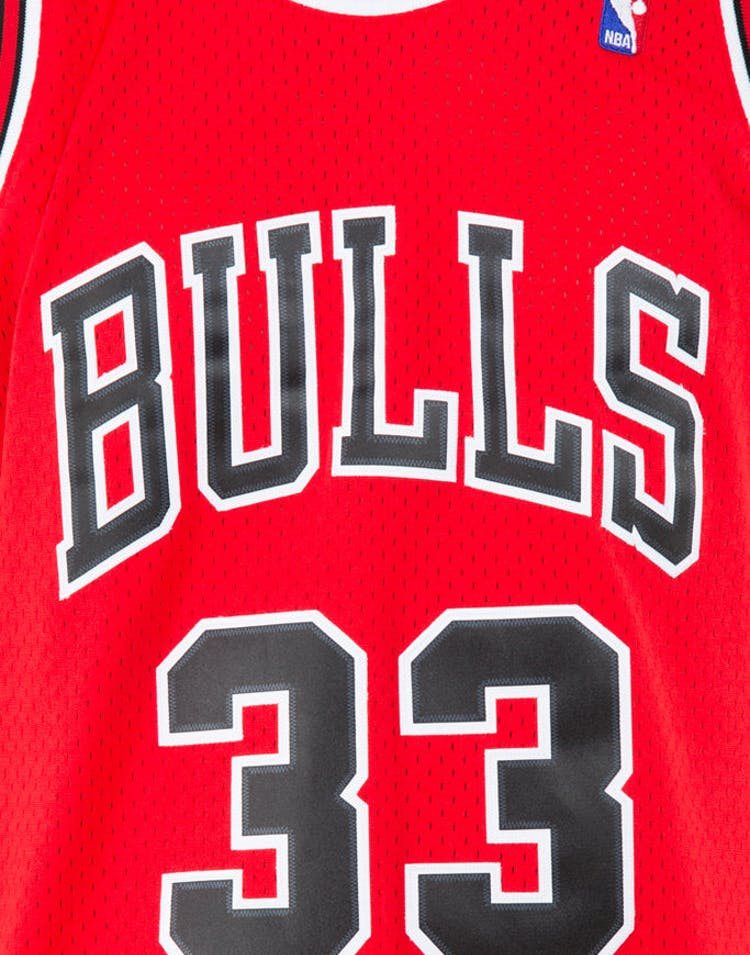 half off a66aa c44a1 Mitchell   Ness Chicago Bulls Scottie Pippen  33 Swingman Jersey Red Black
