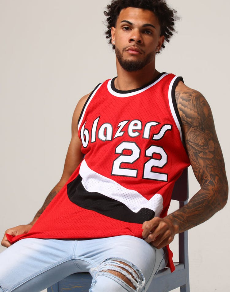 68f87414 Mitchell & Ness Portland Trail Blazers Clyde Drexler #22 NBA Jersey Re –  Culture Kings