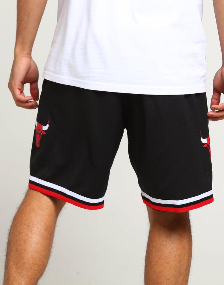 f05eb784 Mitchell & Ness Chicago Bulls 97/98 Swingman Shorts Black